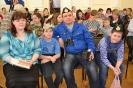 Семья Садовниковых с интересом смотрит выступления других участников конкурса