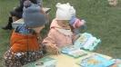 Посетители выставки книжных новинок Центральной детской библиотеки в рамках акции «Доброе лето»