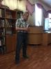 Один из новичков квартирника, Виктор Малюков, читает стихи своего брата Станислава, а также стихи собственного сочинения