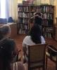 Юный фокусник Ярослав удивлял присутствующих фокусами в перерывах между выступлениями участников квартирника