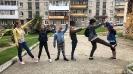 Читатели и друзья Библиотеки № 8 Заречного района - участники краеведческой квест-игры «Уличные секретики» выполняют очередное задание