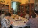 Специалист Комплексного Центра социального обслуживания населения Альбина Нургалиевна Павлова на встрече с пожилыми людьми поселка Рудничный в Библиотеке № 9