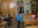 Ребята познакомились с красочными энциклопедиями, детскими книгами и журналами