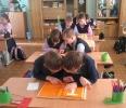 Учащиеся школы № 10 на библиотечном уроке по справочной литературе