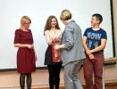 Награждение победительницы четвертого Молодежного поэтического Баттла Софьи Левшиной. Фото: газета «Вечерний Краснотурьинск»