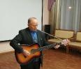 Александр Никишин исполнил песни под гитару