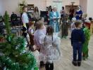 Ребята вместе со Снегурочкой выполняли задания, чтобы помочь Деду Морозу скорее прийти к ним на праздник
