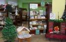 Книжная инсталляция: камин и избушка из сказа «Серебряное копытце» в Центральной детской библиотеке