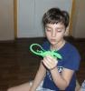 Участник мероприятия по сказам П. Бажова отвечает на вопрос «ящерок»