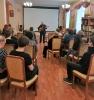 Карпинский поэт Александр Никишин исполнил под гитару песню «Как здорово, что все мы здесь сегодня собрались!»