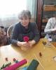 Лилия Федоровна Коробова, участница мастер-класса по изготовлению цветов из бумаги в Библиотеке № 2 поселка Воронцовка