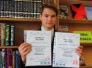 Сертификаты «отличника» Тотального диктанта получили Руслан Зайнутдинов и его мама Маргарита