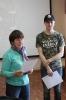 Победитель библиотечной интернет-викторины Станислав Ронинград (справа)