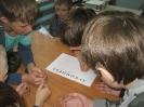 Участники программы «Путешествие в Лукоморье» от Библиотеке № 10 района Медная Шахта выполняют литературное задание
