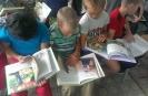 Воспитанники школы-интерната с интересом рассматривали книжные иллюстрации