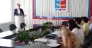 Библиотекарь Ирина Быкова презентует проект «Пиши! Читай!» в рамках городского конкурса молодежных инициатив. Фото с сайта: smizu.ru
