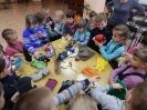 Малыши примерили рукавички, варежки, перчатки для разных возрастов и профессий