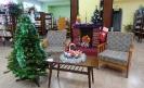 У импровизированного книжного камина можно уютно расположиться с любимой книжкой или журналом, а также сделать новогоднее фото на память