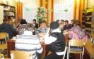 Общение участников музыкально-поэтического мероприятия за чашкой ароматного чая