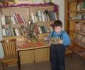 Максим Голунов выразительно прочитал вслух новогодний рассказ и получил сладкий приз с ёлочки