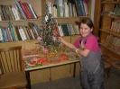 Юная читательница Настя Прудникова получила заслуженный сладкий приз с ёлки
