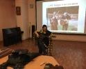 Член Клуба экспериментальной истории «Орден почёта» исполнил под гитару песню бродячего менестреля. Фото: РИА «Жизнь Краснотурьинска»