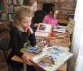Младшие школьники района Медная Шахта за чтением любимых сказок в Библиотеке № 10