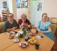 Харизматичная участница встречи Алевтина Немерова (баба Маня) (в центре)