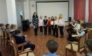 Участники квеста «Юные пожарные» и ведущая игры - библиотекарь Елена Кедрова
