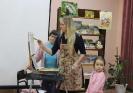 Мастер-класс «Волшебные мазки» известной в городе молодой художницы Юлии Белоусовой в центральной детской библиотеке