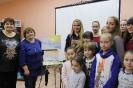 Участники мастер-класса «Волшебные мазки» известной в городе молодой художницы Юлии Белоусовой в центральной детской библиотекеотеке