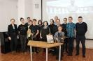 Участники познавательной программы, посвященной 100-летию со дня рождения конструктора Михаила Калашникова в центральной городской библиотеке