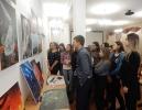 Студенты Краснотурьинского индустриального колледжа на выставке работ фотографа Вадима Смалькова в центральной городской библиотеке