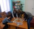 Участники квеста «Право знать!» выполняют задание на одной из станций
