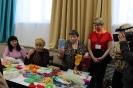 Участницы клуба любителей прикладного творчества «Декоративное плетение» в обновленном, комфортном помещении для клубов и кружков