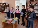 Участники акции «Дарите книги с любовью»