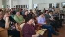 Зрители концерта авторской песни в центральной городской библиотеке