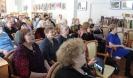Участники и зрители концерта бардовской песни «Это время называется весна…» в центральной городской библиотеке