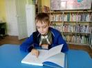 Участник летнего чемпионата по чтению на скорость в центральной городской библиотеке