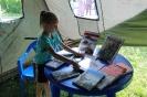 Посетительница исторической избы-читальни от центральной городской библиотеки