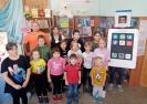 Участники театрализованной игровой программы «Удивительный мир книги» в библиотеке № 2 поселка Воронцовка